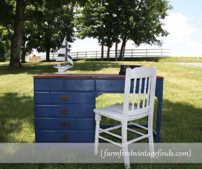 vintage blue desk a final look farm fresh vintage finds. Black Bedroom Furniture Sets. Home Design Ideas