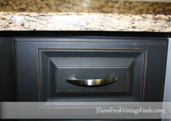 Painted laminate kitchen cabinets farm fresh vintage finds for Can you paint thermofoil kitchen cabinets