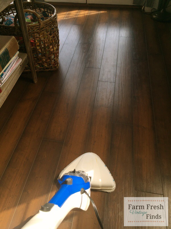 Floor cleaning with the SteamMachine Plus